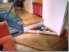 ガラス階段の家収納